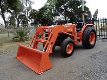 KUBOTA L4400 44HP 4WD TRACTOR WITH FRONT END LOADER JOHN DEERE Austral Liverpool Area Preview