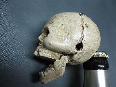 del Flaschenöffner Briefbeschwerer Skull 6 cm Paperwight  (Schädel-flaschen)
