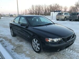 2004 Volvo S60  2.5T AWD Safety