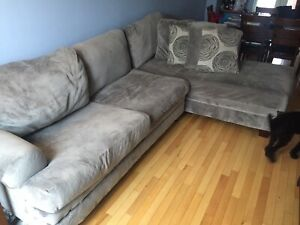 Excellent comfy sectional (needs repair)