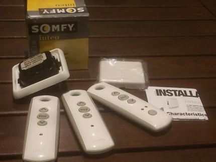 Somfy remotes and bus line transmitter