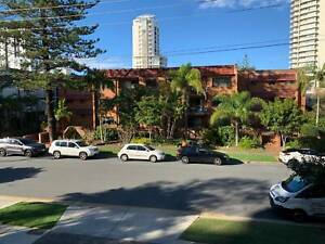 2 Females/2 Males/ Couple wanted for a room in Broadbeach, QLD