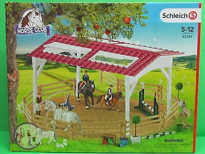 Schleich® Horse Club 42389 Reitschule mit Reiterinnen und Pferden