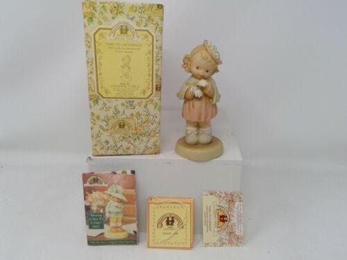 Enesco Memories of Yesterday Figurine - Time To Celebrate - S0105