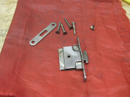 Vntage Singer Bentwood Case Parts Lock Latch NO KEY Needs A T-Key