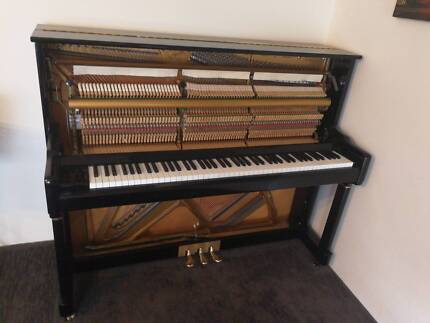 2nd hand Piano in working condition, but needs some repair
