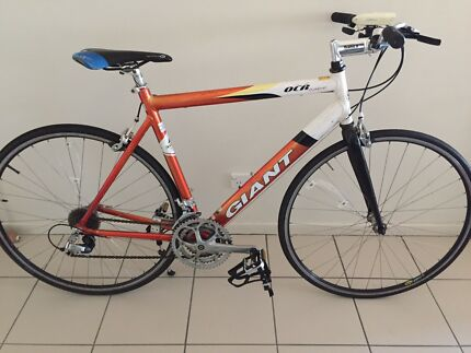 Giant Flat Bar Road Bike Good Condition