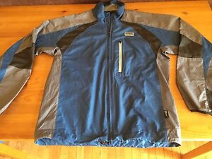 Running Room shell - like new, size L