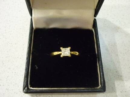 QUALITY DIAMOND RING SOLITAIRE .45 POINTS - 'H' SI1
