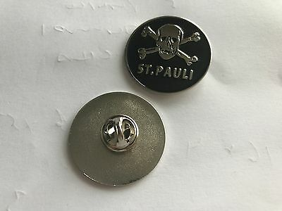 ST.PAULI   BADGE WITH BUTTERFLY CLASP  CELTIC FC  FREE GREEN & WHITE WRISTBAND