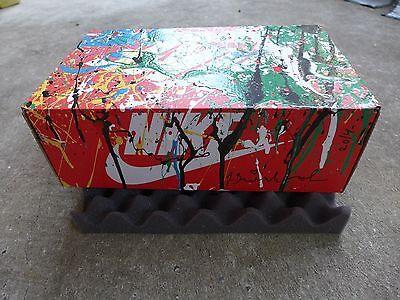 Auch die Box gehört zum Kunstwerk