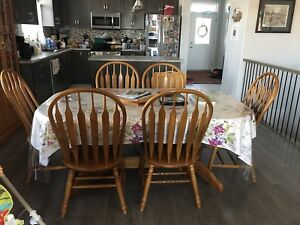 Solid oak double pedestal dining room table with 6 chairs