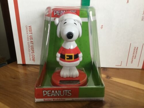 New Peanuts Snoopy Christmas Solar Bobbler