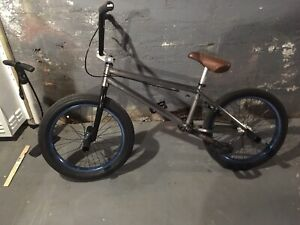 Bmx in amazing shape lots of new parts
