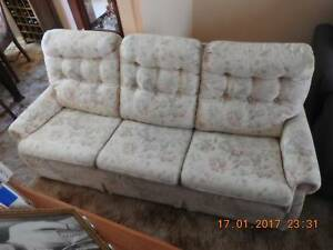 3 SEAT LOUNGE & 2 CHAIRS Mortdale Hurstville Area Preview