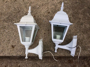 2 outdoor lights, with mounting hardware