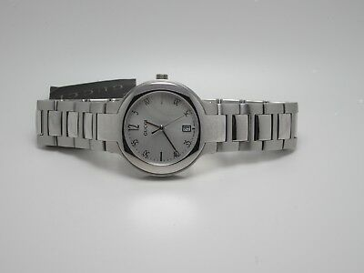 Gucci 8900L Series Women's Date Silver Dial & Band Swiss Made Watch