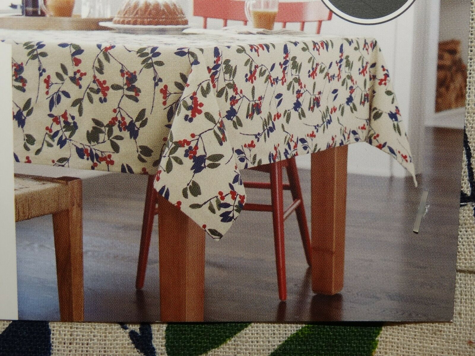 NEW Threshold Oblong Tablecloth Winter Berry Christmas Holid