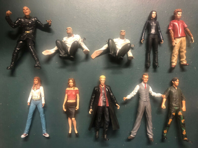 Buffy The Vampire Slayer Action Figure Lot Over 30 Figures