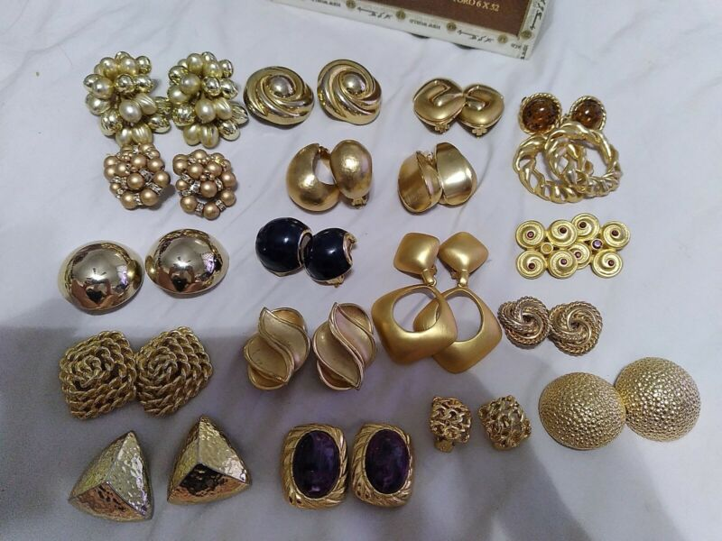Gold tone jewelry lot vintage-18 Clip on
