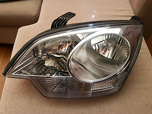 Holden Captiva 5  LH Headlight. Coolaroo Hume Area Preview