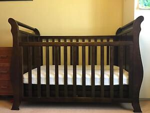 Convertible toddler cot and matching change table Caulfield South Glen Eira Area Preview