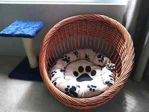 Cat bed and scratch pole Baldivis Rockingham Area Preview