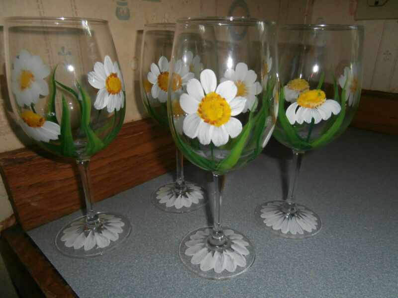 HAND PAINTED  WHITE DAISIES GOBLETS / SET OF 4- 10 OUNCES EACH