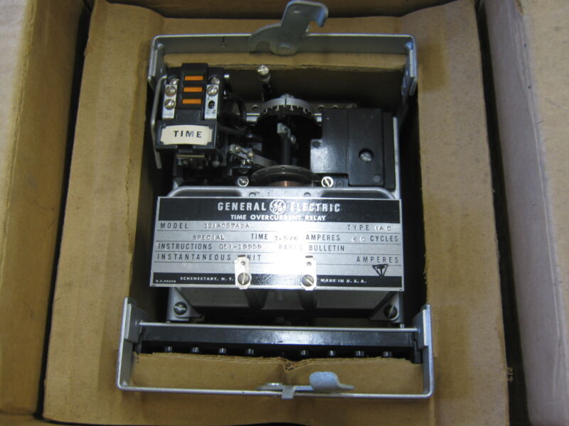 GENERAL ELECTRIC TIME OVERCURRENT RELAY 121AC57A2A TYPE. IAC