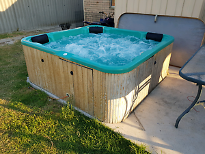 5 person spa pool Belmont Belmont Area Preview