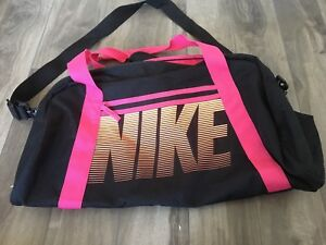 a7778e3a862 Nike Gym Bags   Kijiji in Ontario. - Buy, Sell   Save with Canada s ...