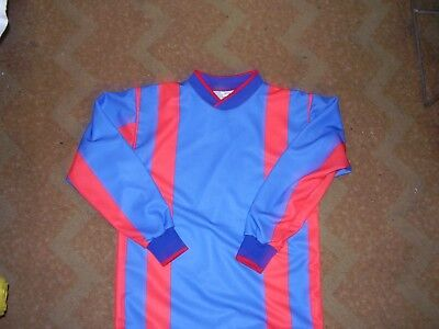 brand new,,6 royal /red football shirts ,size 30/32 chest .will suit 9-10 years
