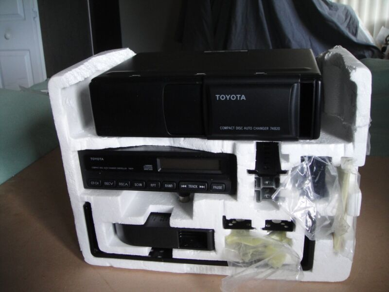 TOYOTA Compact Disc Auto Changer 6 Disc