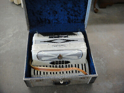Contello 2h32M Pearloid finish Italian made Accordion in Fantastic condition.
