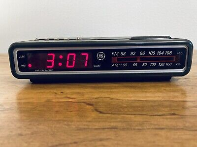GE Digital Alarm Clock Radio AM/FM Model  7-4612A Brown Vintage 80's B