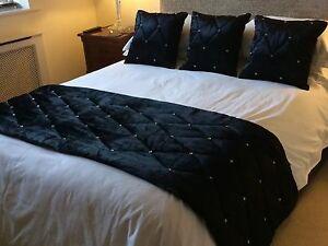 beautiful black luxury velvet diamante bed runner fabulous quality ebay. Black Bedroom Furniture Sets. Home Design Ideas