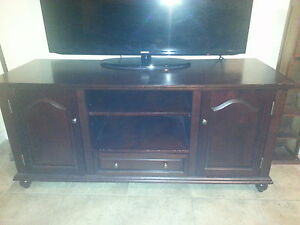 TV stand/ entertainment unit Kitchener / Waterloo Kitchener Area image 2