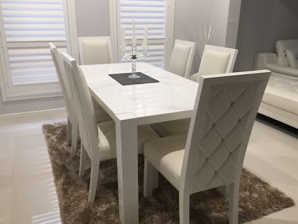 White glossy dining table