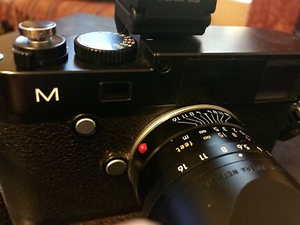 Mint Leica M240 Plus 3 x Summarit Lenses 35 2.4 - 50mm 2.4 - 90mm 2.4