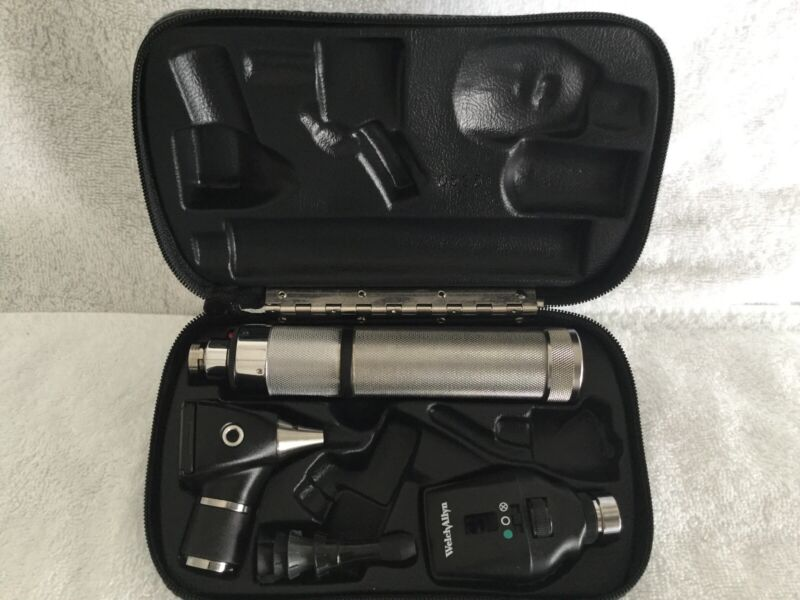 WELCH ALLYN DIAGNOSTIC SET W/ OPHTHALMOSCOPE #11720 & OTOSCOPE #20000A