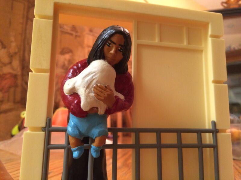 MICHAEL JACKSON ACTION FIGURE PREOWNED BABY ON BALCONY (BLANKET)