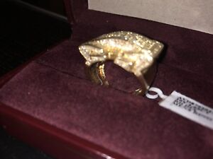 Men 10K Gold Diamond Ring **999$**