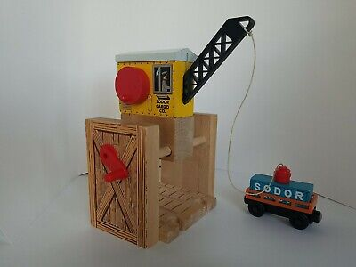 THOMAS THE TRAIN Sodor Cargo Co. Crane, Orange Cargo Car & Magnetic Cargo