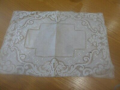 PRETTY VINTAGE WHITE COTTON LINEN SIDEBOARD DRESSING / TABLE MAT 18 13in 46 33cm