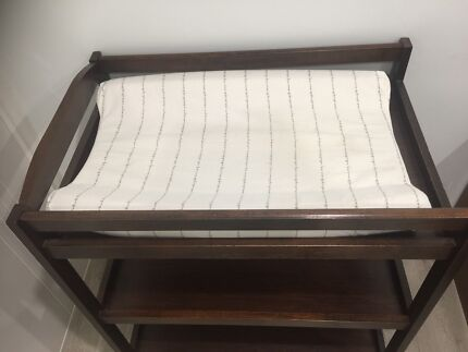 Baby changing table and 6 draw unit plus a baby wood cot with mattress