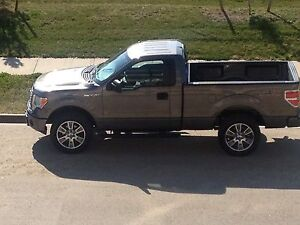 2014 Ford F-150 4x4 in MINT condition!!
