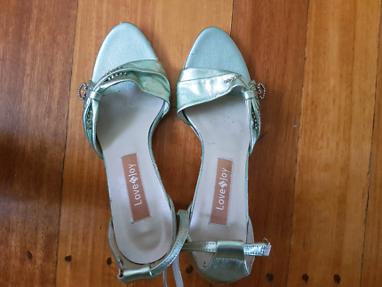 Nice small high hill shoes size 38
