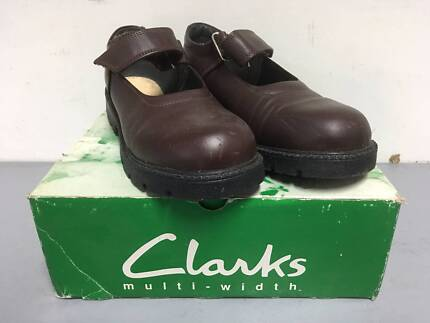 2436a8945ad9 Clarks School Shoes Deedee Brown Leather Size 1.5 F SLIGHTLY USED