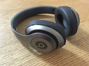 Beats Studio 2.0 Bluetooth headphones