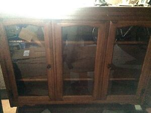 Solid wood beautiful hutch with glass doors $50 London Ontario image 2